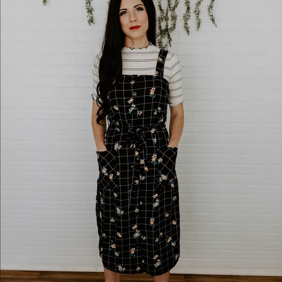 Dresses & Skirts - Floral Jumper Dress with Pockets